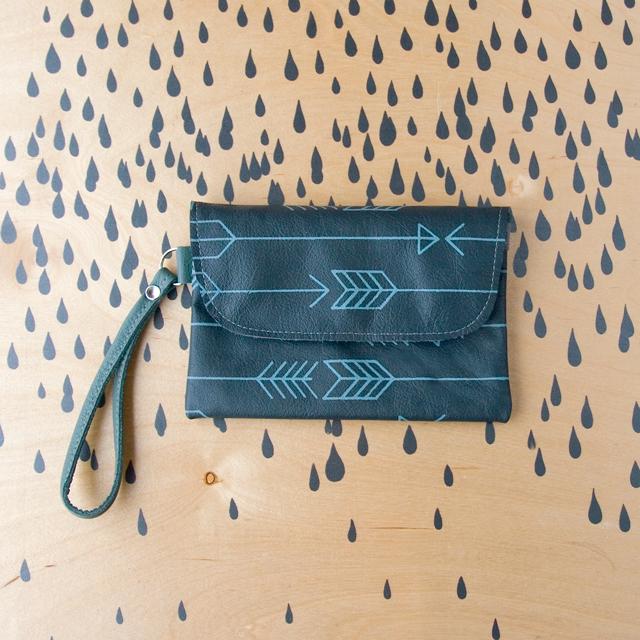Best-Wallet-Grey-Arrows
